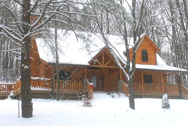 Log Cabin in the Snow w/ Private 6 person Hot Tub