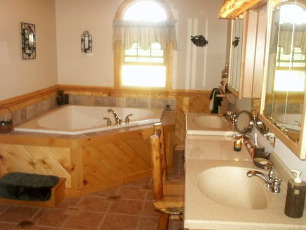Large 2 person double Jacuzzi in Master Suite.jpg