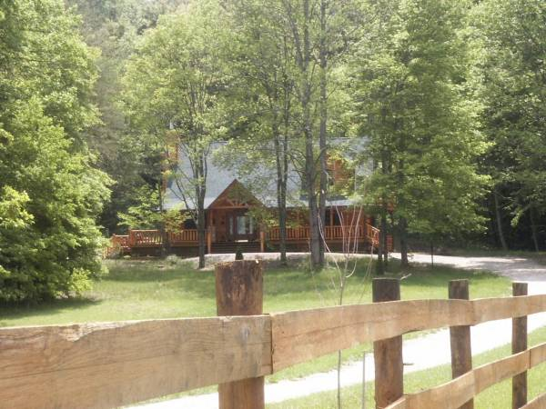 Log Cabin with Fireplace & Hot Tub in Brown County