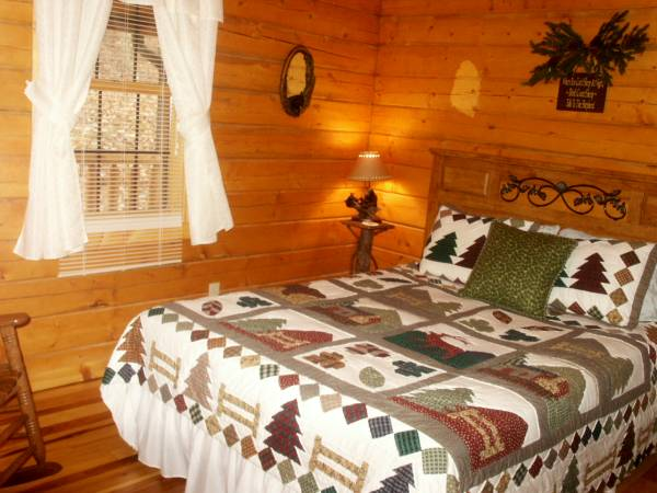 3 bedroom, 2 bath Log Cabin rental in Nashville IN
